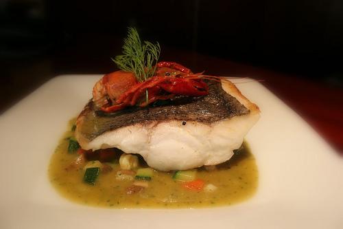 Merluza con pisto de verduras y cangrexo de río